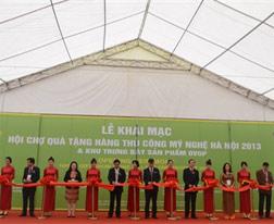 Cốm làng Vòng tham dự Hội chợ quà tặng hàng thủ công mỹ nghệ Hà Nội 2013